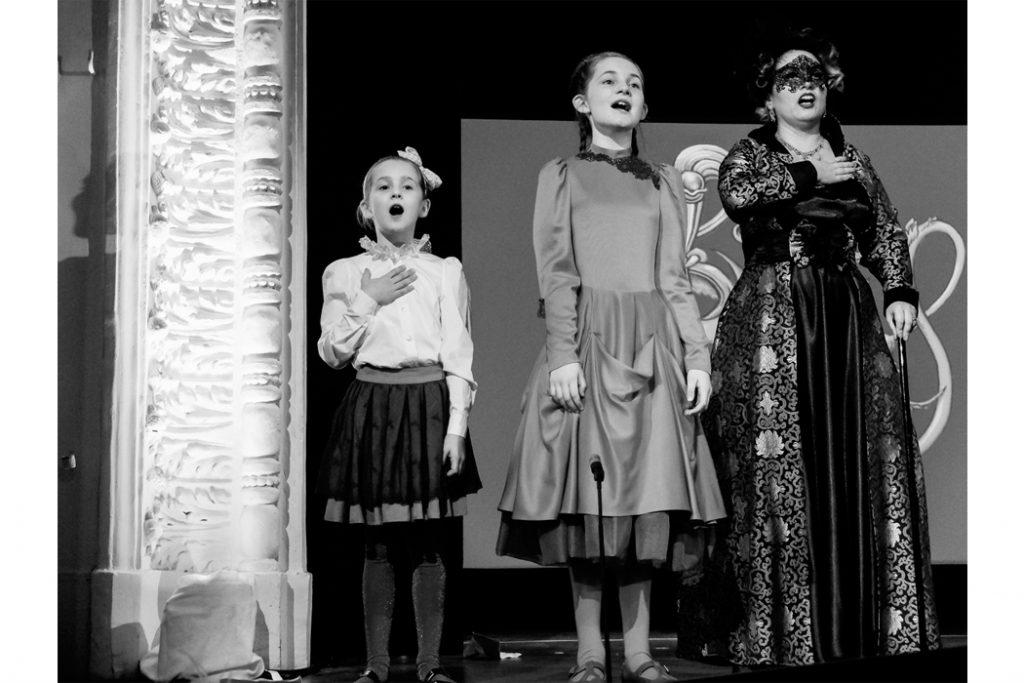 Junior Style Blog: Child Prodigy Musician Alma Deutscher wears The Small Gatsby for the world premiere of her opera Cinderella in Vienna