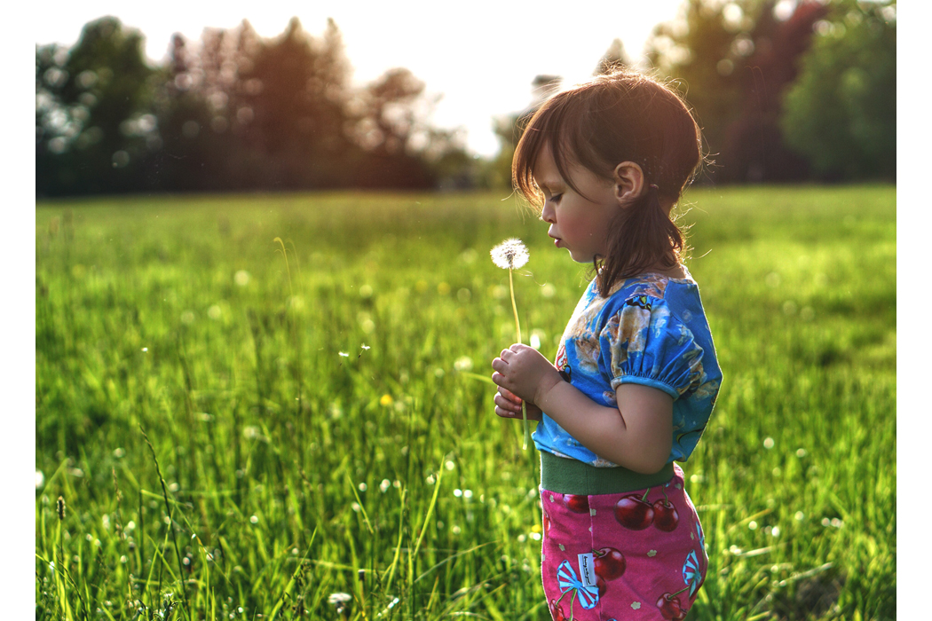 Junior Style Influencer Post Dancing in the Grass Looks Good on You. #dancinginthegrass #ethical #sustainable #kidsfashion #unisex #juniorstyle