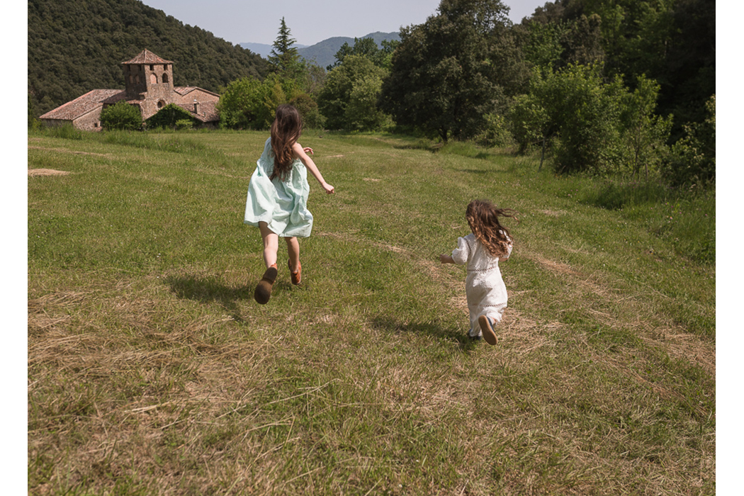 Editorial: Afternoon In The Meadow By Manuela Franjou #imoimoikids #imoimo #girlswear #kidswear #babiekinsmagazine #babiekins